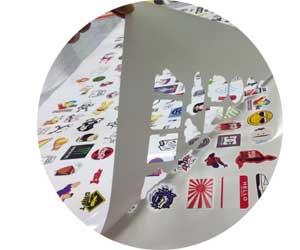 Изготовление наклеек на самоклеющейся пленке